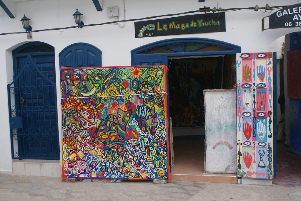 Boutique d'art à Assilah.Oui la aussi le parallèle est vite fait avec Essaouira
