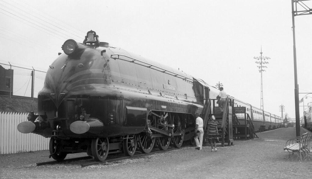 LM&S (London, Midland & Scottish) locomotive, engine No. 6220, engine type 4-6-2 at New York World's Fair, July 23, 1940
