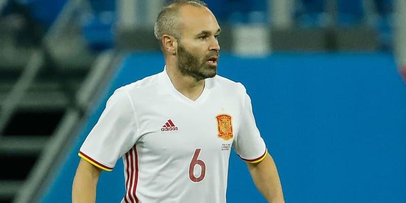 http://cafegoal.com/berita-bola-akurat/andres-iniesta-punya-ambisi-ingin-melatih-barcelona/
