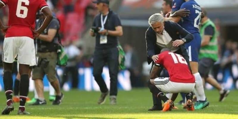 Manchester United Pasti Dikritik Kalau Bermain Bertahan Seperti Chelsea