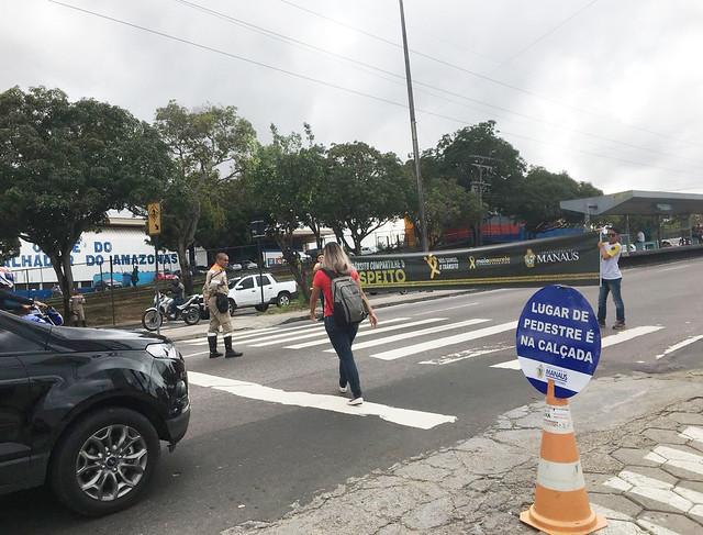 21.05.18 EDUCAÇÃO DE TRÂNSITO ORIENTA PEDESTRES E CONDUTORES NA ZONA LESTE.