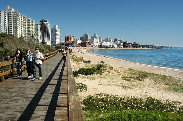 punta-del-este beach