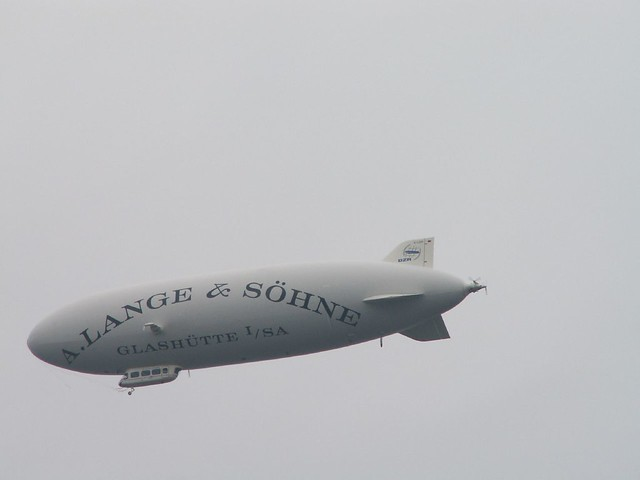 Zeppelin mit vierzehn Meilen die Stunde die Führung des Luftschiffes nach Dresden  2006 www.7sky.de